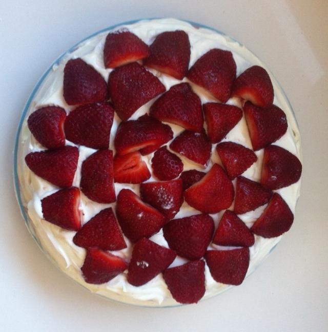 Tarta de nata y fresas compartiendomiblog.com